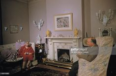 the novelist Agatha Christie poses at home on december 1956 in Wallingford, United Kingdom