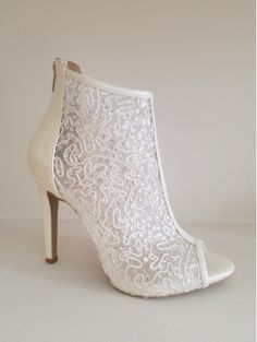 Special lace wedding shoes