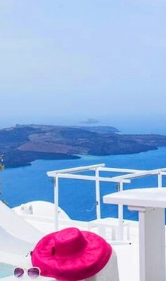 Unobstructed views to the caldera #Santorini