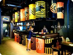 Coffee Shop Design, Cafe Design, Store Design, Container Restaurant, Barrel Furniture, Outdoor Restaurant, Lokal, Restaurant Interior Design, Retail Design