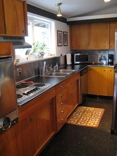 Kitchen ideas, check-out this amazing room decor, read planning number 1579519775 now. 1960s Kitchen, Mid Century Modern Kitchen, Kitchen Redo, Home Decor Kitchen, New Kitchen, Vintage Kitchen, Home Kitchens, Kitchen Dining, Kitchen Remodel