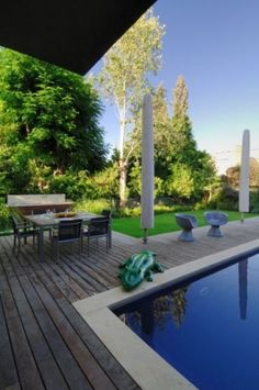 example of wood deck around pool with concrete coping. It looks times better when the wood goes all the way to the pool. Decks Around Pools, Pool Decks, Landscaping Around Patio, Outside Pool, Pool Remodel, Pool Coping, Concrete Pool, Modern Pools, Modern Farmhouse Exterior