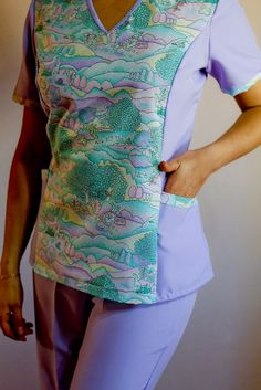 chaquetas de enfermera mujer - Buscar con Google Scrubs Outfit, Scrubs Uniform, Custom Scrubs, Scrubs Pattern, Male To Female Transformation, Medical Uniforms, Medical Scrubs, Nursing Clothes, Couture Sewing