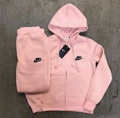 Nike sweatsuit This a blush pink sweatsuit warm and comfy for winter time Nike Other Cute Nike Outfits, Cute Lazy Outfits, Swag Outfits For Girls, Teenage Outfits, Sporty Outfits, Dope Outfits, Teen Fashion Outfits, Stylish Outfits, Girl Outfits