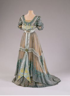 Evening Dress, 1907  Callot Soeurs, Paris. Bequest of Marjorie Merriweather Post, 1973   HILLWOOD ESTATE, MUSEUM & GARDENS, OWNER OF COPYRIGHT