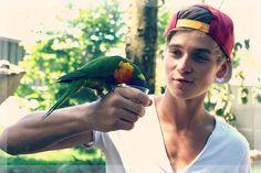 I love birds and Joe Sugg Joseph Sugg, Buttercream Squad, Sugg Life, Bae, British Youtubers, Caspar Lee, Zoella, Markiplier, Dan And Phil
