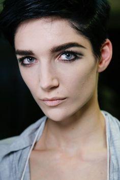 Luz, câmera, ação - Olhos pretos esfumados: 25 inspirações para a maquiagem perfeita