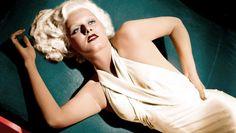 """Mielőtt+még+Marilyn+Monroe+küzdötte+volna+fel+magát+a+mozi+végzetes+szőkeségei+közé,+az+1930-as+években+méltán+érdemelte+ki+a+""""vamp""""+titulust+egy+másik+platinahajú,+telt+idomú+színésznő,+Jean+Harlow.+Karrierje+ugyan+csak+kilenc+évig+tartott,+és+a+sors+még+Marilynnál+is…"""