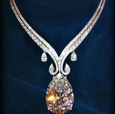 Necklace diamond beauty #Diamond #crytal #fasion See more at http://memoir.pt/