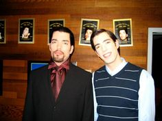 Haha, found an on set photo of Drew and I from the film Karma Inc. Wow, he is one creepy looking bugger! Jonathan Silver Scott, Hgtv Designers, Scott Brothers, Drew Scott, Identical Twins, Property Brothers, Man Alive, On Set, Hot Guys