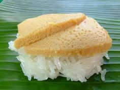 Sweet sticky rice with egg custard