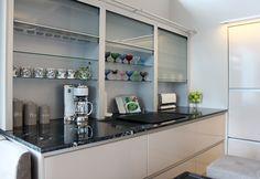 Asuntomessut Kivenherra 21 Keittiö2 Bathroom Medicine Cabinet, Kitchen Cabinets, Ideas, Home Decor, Arquitetura, Decoration Home, Room Decor, Cabinets, Home Interior Design