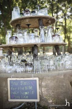 cool departure gifts for guest at country wedding Wedding Favors, Wedding Ideas, A Table, Wedding Engagement, Table Settings, Table Decorations, Reception Ideas, Country, Party