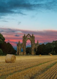 England Travel Inspiration - Gisborough Priory, North Yorkshire / England (by Paul Weller). Yorkshire England, Yorkshire Dales, North Yorkshire, Cornwall England, Beautiful World, Beautiful Places, Amazing Places, Skier, England And Scotland