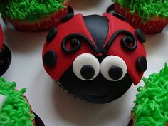 Who wouldn't adore these cute little ladybug cupcakes? Here's a collection of ladybug cupcake ideas. Snowman Cupcakes, Giant Cupcakes, Yummy Cupcakes, Cupcake Cookies, Ladybug Cakes, Ladybug Party, Cupcake In A Cup, Rose Cupcake, Hello Kitty Cupcakes