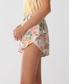 Pink floral shorts - New In - Spring Summer 2017 trends in women fashion at Oysho online. Find lingerie, pyjamas, slippers, nighties, gowns, fluffy, maternity, sportswear, shoes, accessories, body shapers, beachwear and swimsuits & bikinis.
