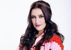 Rona Hartner (n. 9 martie 1973, București) este o actriță de film, cantautoare, cântăreață, compozitoare și textieră română de origine germană, actualmente stabilită în Franța. Martie, Actors, Hair Styles, Beauty, Hair Plait Styles, Hair Makeup, Hairdos, Haircut Styles, Hair Cuts