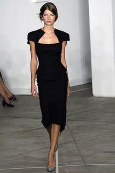 Roland Mouret Spring 2006 Ready-to-Wear Fashion Show Collection: See the complete Roland Mouret Spring 2006 Ready-to-Wear collection. Look 11 Passion For Fashion, Love Fashion, Fashion Beauty, Fashion Show, Mode Inspiration, Mode Style, Dress Me Up, Dress To Impress, Beautiful Outfits