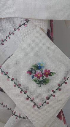 Cross Stitch Heart, Cross Stitch Borders, Cross Stitch Flowers, Modern Cross Stitch, Cross Stitch Designs, Cross Stitch Patterns, Hand Work Embroidery, Hand Embroidery Patterns, Cross Stitch Embroidery