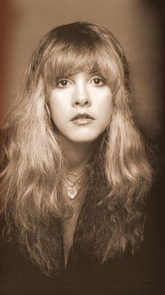 Ribbit ! Ribbit ! I'm a frog ! Stevie Nicks is so beautiful ! She's pretty enough to be a princess ! If she kissed me, I'd turn into a prince !