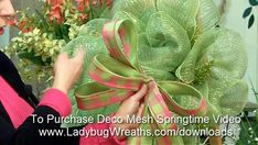 Best 11 How to make beautiful Deco Mesh Flowers with Amanda Formaro of Crafts by Amanda – SkillOfKing. Deco Mesh Bows, Deco Mesh Crafts, Deco Mesh Garland, Wreath Crafts, Deco Mesh Wreaths, Diy Wreath, Deco Mesh Wreath Tutorial, Fall Deco Mesh, Yarn Wreaths