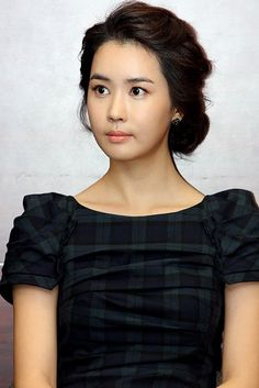 Lee Da Hae, is an amazing Korean actress. She is such a beautiful woman that she lights up the screen. You will love her in the Kdrama Hotel King.