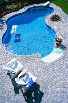 25 Ideas Of Stone Pool Deck Design Unique designs on small swimming pools. In order to look beautiful it doesn't have to be big and Small Swimming Pools, Small Pools, Swimming Pool Designs, Indoor Swimming, Big Swimming Pools, Inground Pool Designs, Small Backyards, Pool Spa, Ideas De Piscina