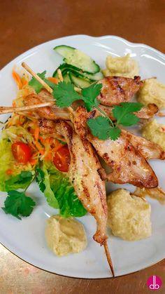 Satéspieße mit Ceshew-Creme und Asia-Krautsalat