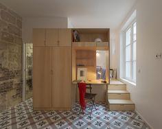 Construido en 2014 en Paris, Francia. Imagenes por Jérôme Fleurier. Este departamentode una habitación se encuentra en una de las partes más antigua de París, en una mansión adosada de mediados del siglo XVII....
