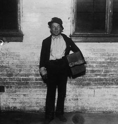 The Slumdogs of a New York City Gone By / A dishevelled shoeshine boy named Tommy takes a break from business