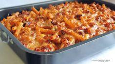 La pasta 'ncaciata è una delle tante paste al forno che si preparano in Sicilia, ma è tipica per l'abbondanza di cacio impiegato da cui ne deriva il nome.