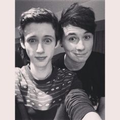 Troye Sivan and Dan Howell...omg best photo two of the best looking youtubers together, can life get better?!?!?!