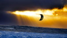 Wave kitesurfing wallpaper: Sunset cruising on the 2016 Slingshot Wave SST kite Kitesurfing, Surfing Uk, In The Air Tonight, Go Fly A Kite, Sup Surf, Paragliding, Water Photography, Surf Art, Big Waves