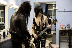 Backstage with Black Veil Brides – in pictures- Jake and Jinxx warm up