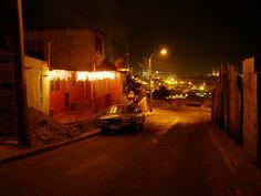Principal acceso al barrio Huella Tres Puntas en una fotografía tomada el 29 de Septiembre de 2007, a poco más de cuarenta días del terremoto.