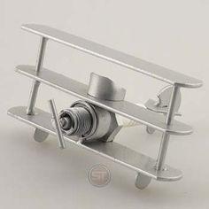 geburtstags-geschenke24.de - Flugzeug Mini roter Baron     #Geschenk #Geschenkidee #Schraubenmaennchen