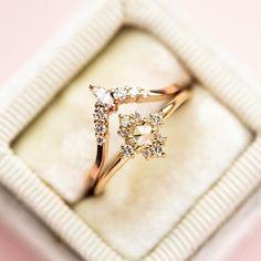 Vintage Engagement Ring in 14k Gold  #vintageengagementring #weddingring #vintagering #artdecoring #hkjweddingring #ringinbox #diamondeternity #halfeternity #moissaniteband #moissanitejewelry #eternityjewelry #artdeojewelry