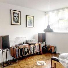 22 отметок «Нравится», 4 комментариев — David Poole (@davepooleibiza) в Instagram: «Vinyl room #anothergreenworld #eno #vinyl #vinyligclub #vinylcollection #vinylcommunity…»
