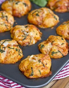 Pizza Pull Apart Muffins http://www.recipes-fitness.com/pizza-pullapart-muffins/