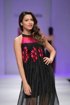 Gauhar khan Like the neck and colours
