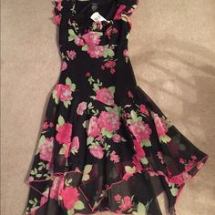 Floral dress Floral print dress in size 11. Never worn. NWT. Speechless Dresses Midi
