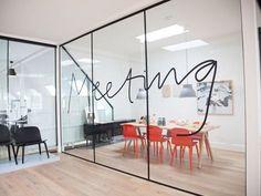 ruang meeting, hubungi 08122938936 untuk proses perancangan dan pengerjaannya