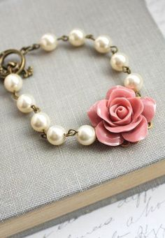 Dusty Pink Rose Bracelet Pearl Bracelet Floral. Love the pink rose and pearl look.. So classy!