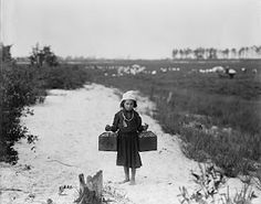 1910, child laborer,  'carries berries, two pecks at a time'