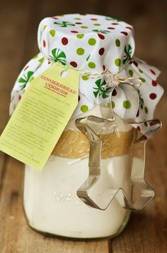 Gingerbread Cookies in a Jar with Free Printable Tags