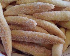 1- Separe 200g da farinha de trigo e retire 1 colher de sopa. 2- Pré aqueça o forno a 180 graus. 3– Misture a manteiga com o açúcar, a gema e depois amasse com a mão quando colocar a farinha de trigo até formar uma massa uniforme e macia que...