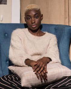 Bald Heads - Hairl Loss Tips Short Blonde, Girl Short Hair, Short Hair Cuts, Short Girls, Short Afro, Natural Hair Care, Natural Hair Styles, Bald Hair, Bald Women