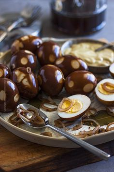 Make beet pickled eggs or spicy pickled eggs at home. Get inspired by our serving suggestions. Learn about their popularity as a beer garden & pub snack. Spicy Pickled Eggs, Mustard Pickled Eggs Recipe, Best Pickled Eggs, Hp Sauce, Canning Recipes, Egg Recipes, Fermented Eggs, Picked Eggs, Crispy Pickles Recipe