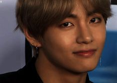 BTS | V Ha, I can see his stubble, hard to remember that he's a man and not just a dream