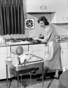 Vintage kitchen ~ that's an awesome high chair! Vintage kitchen ~ that's an awesome high chair! Photo Vintage, Vintage Ads, Vintage Stuff, Vintage Items, Vintage Pictures, Vintage Images, Vintage Housewife, The Good Old Days, Vintage Photographs